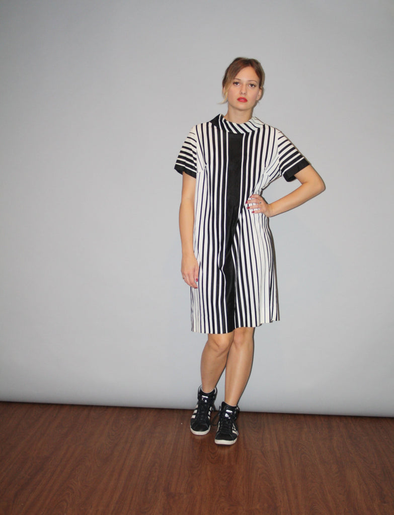 1960s Graphic Black and White Minimalist 60s Oversize Dress