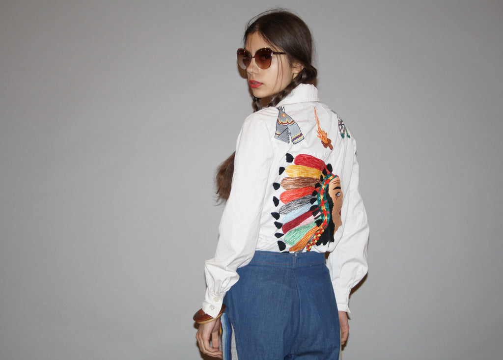 1960s Novelty Native American Indian First Nations Chief Teepee Embroidered White Button Up Western Women's Blouse Top