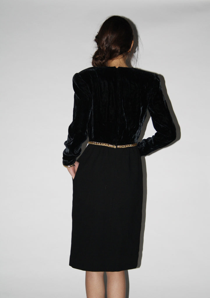 1980s Designer Vintage Black Velvet Oscar De La Renta Cocktail Dress
