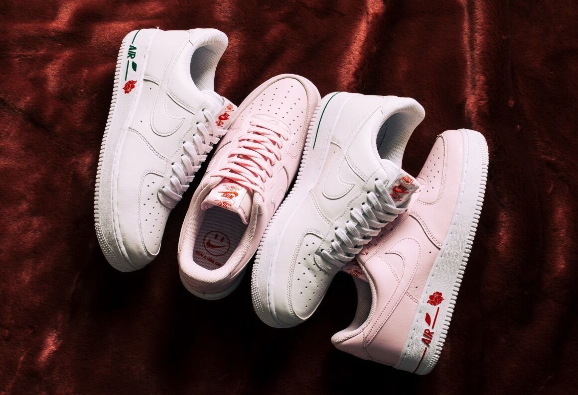 NIKE AIR FORCE 1 '07 LX - feb 22 (12 pm)