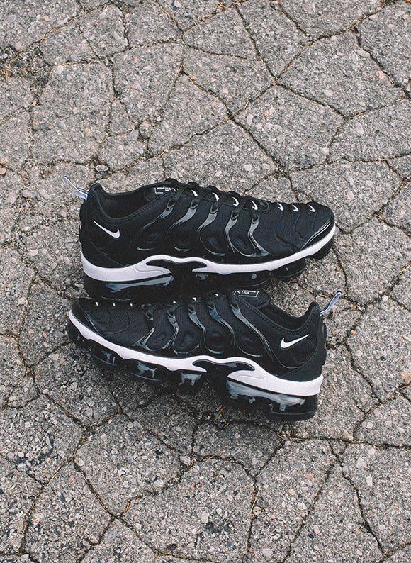 Nike Air Vapormax Plus Black / White