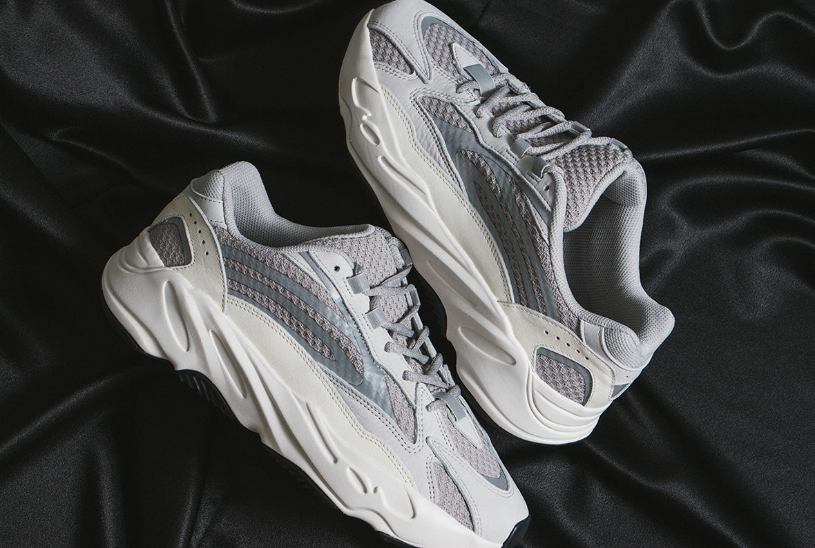adidas Originals Yeezy Boost 700 V2 / Static