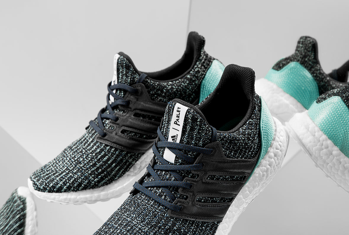 ADIDAS ULTRABOOST PARLEY / CARBON