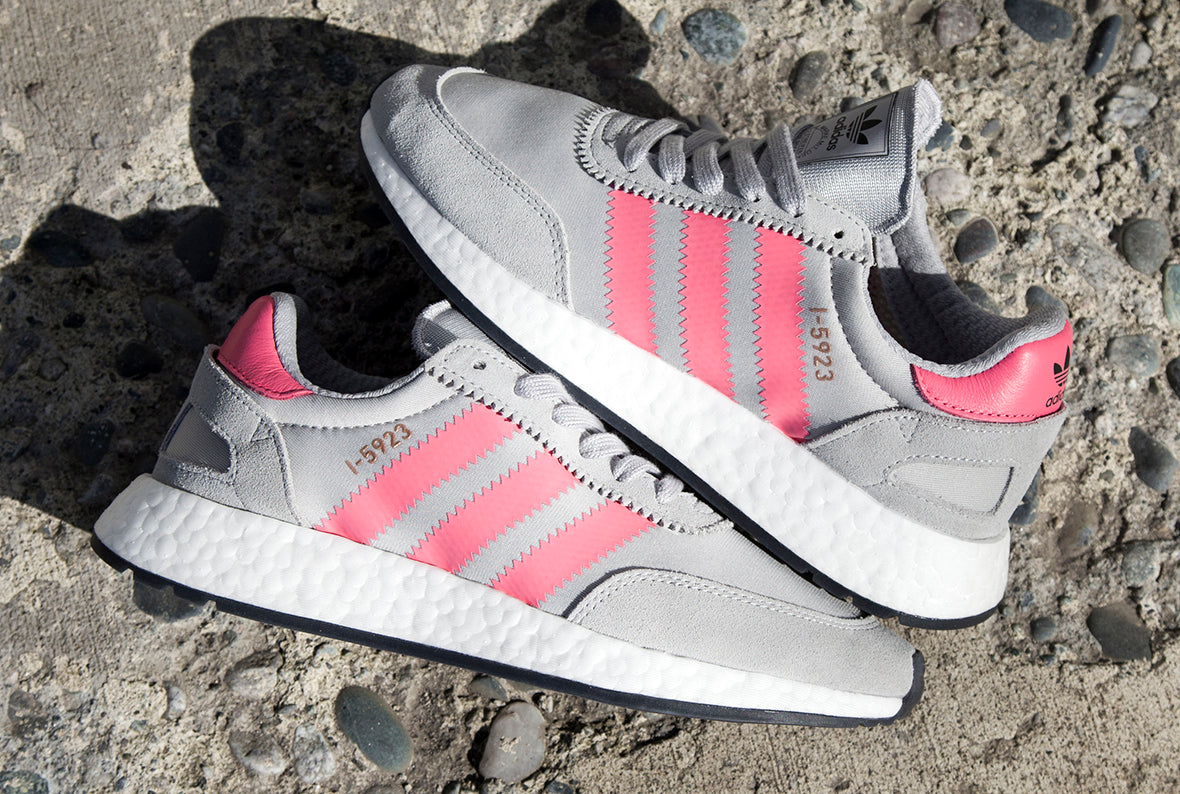 ADIDAS WOMEN'S I-5923 INIKI RUNNER / GREY