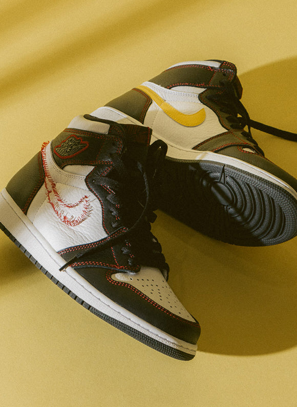 Jordan 1 High OG Defiant Black / Tour Yellow