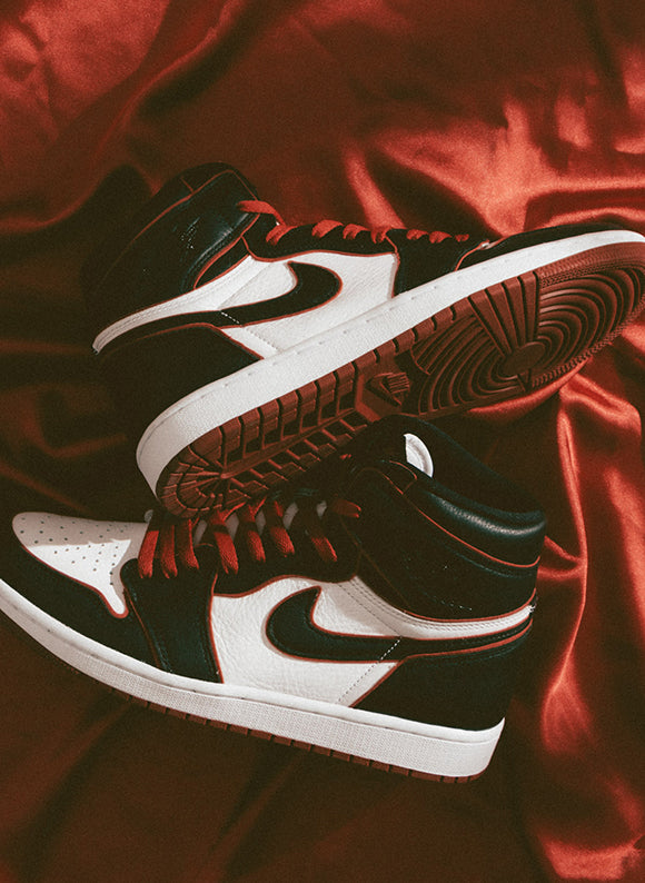 Jordan 1 Retro High OG Black / Gym Red