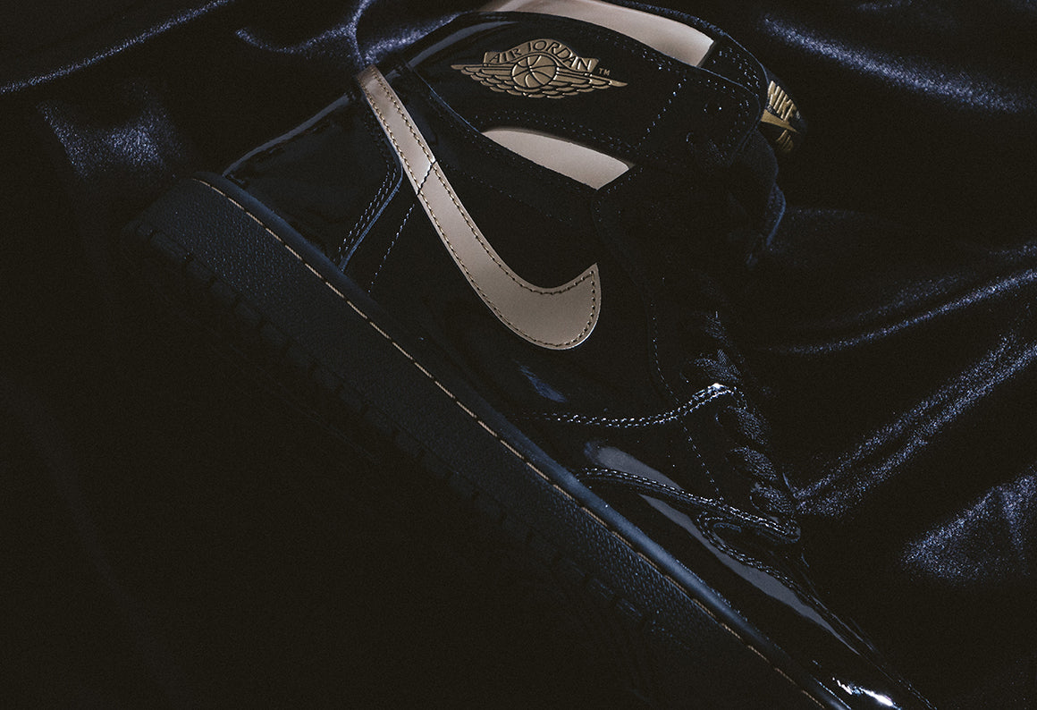 Jordan 1 Retro High OG Black / Metallic Gold