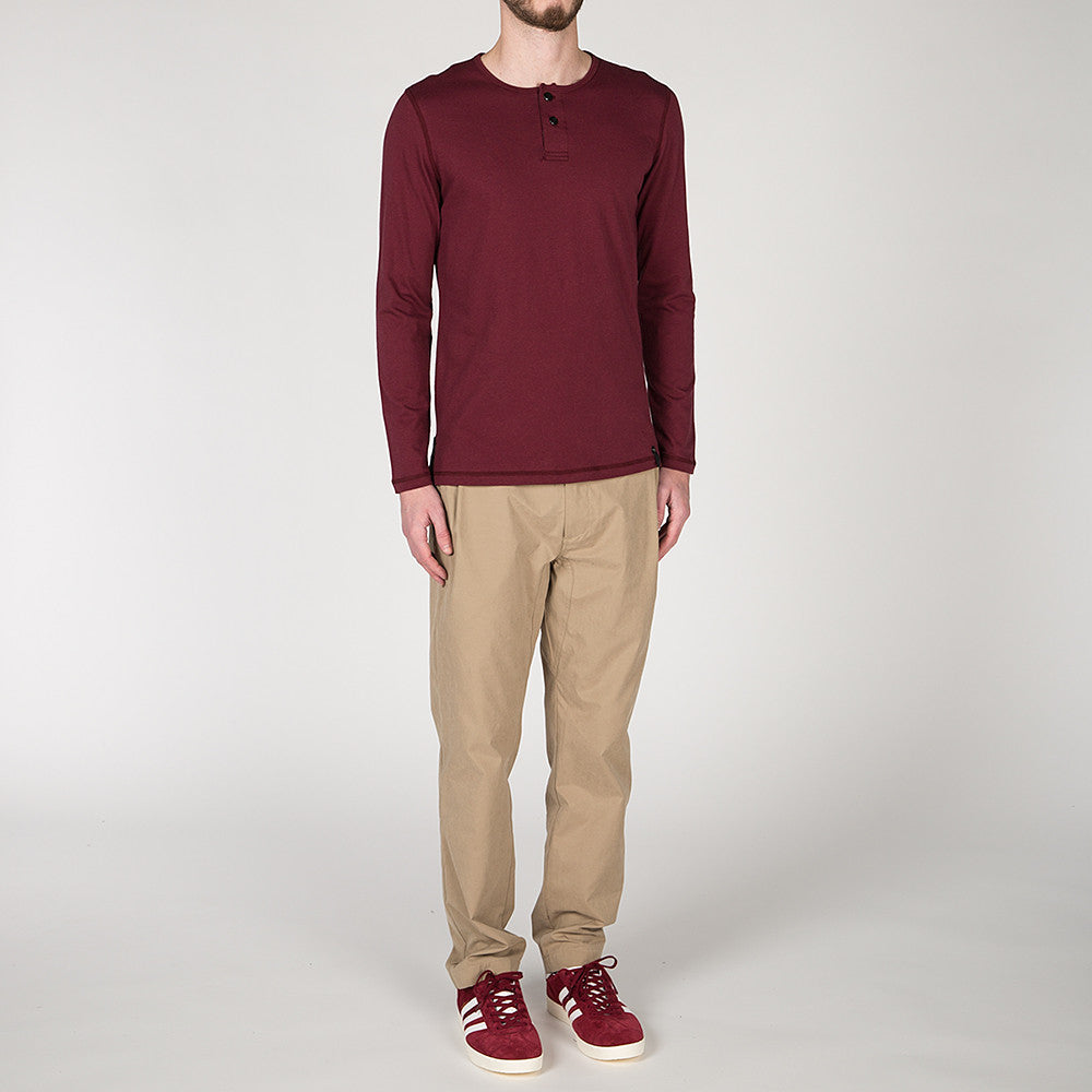 {ie LONG SLEEVE HENLEY / BURGUNDY SUPIMA