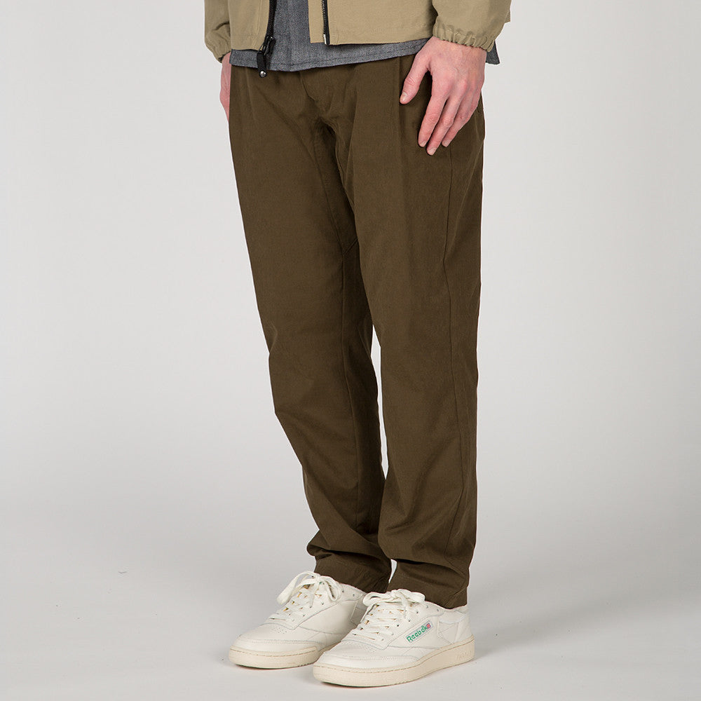 {ie LEISURE PANT / OLIVE
