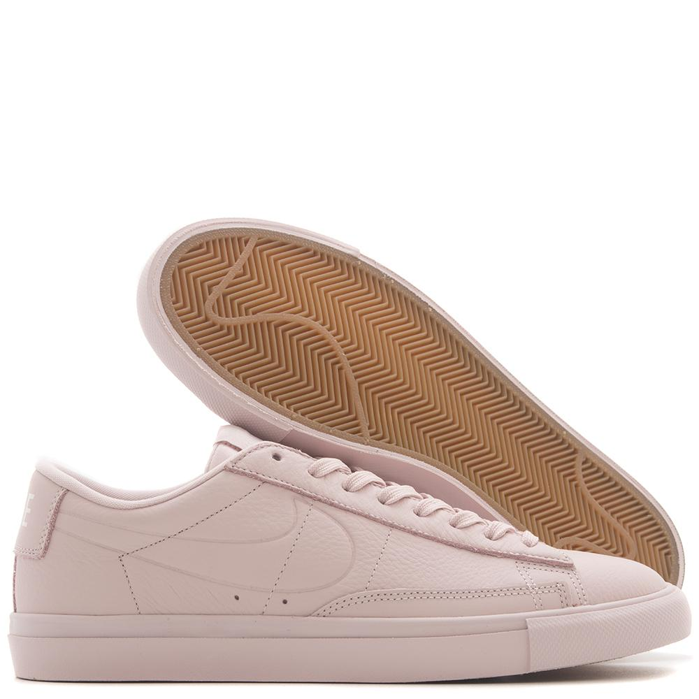 style code 371760-605. NIKE BLAZER LOW / SILT RED