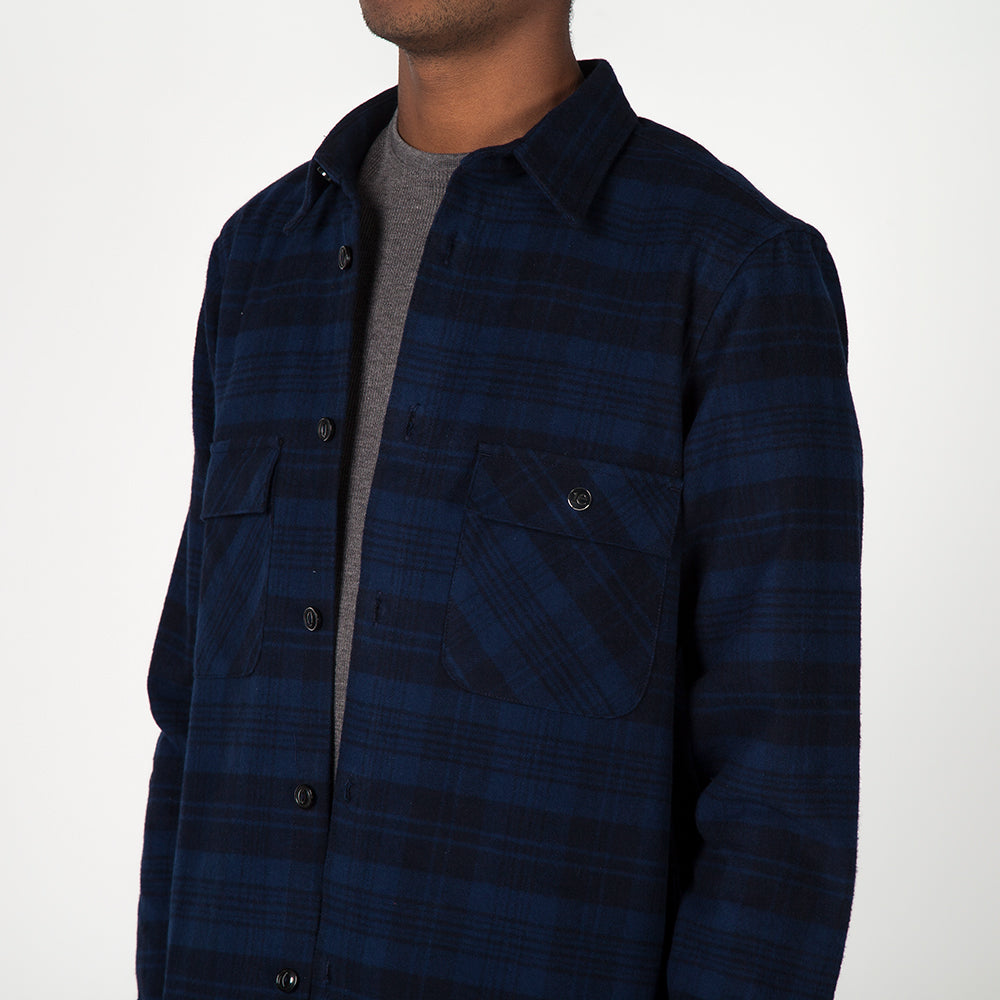 style code 4023PFF17NVY. {ie WORK SHIRT / NAVY PLAID