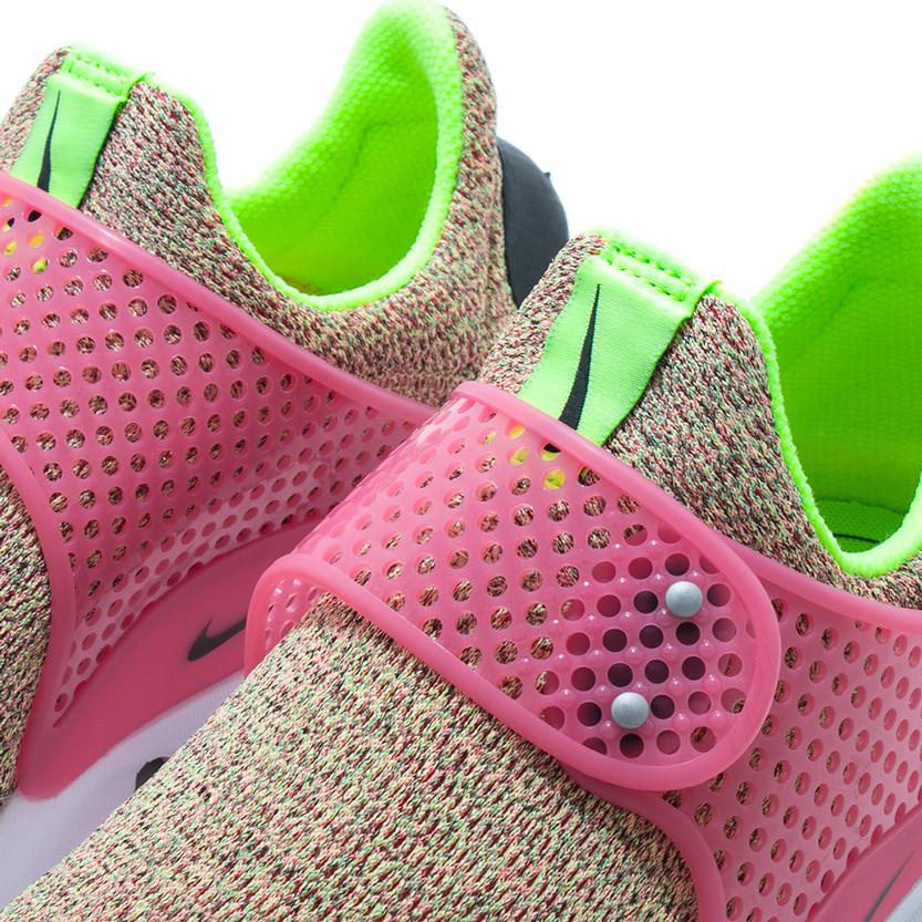 NIKE WOMEN'S SOCK DART SE / GHOST GREEN - 5