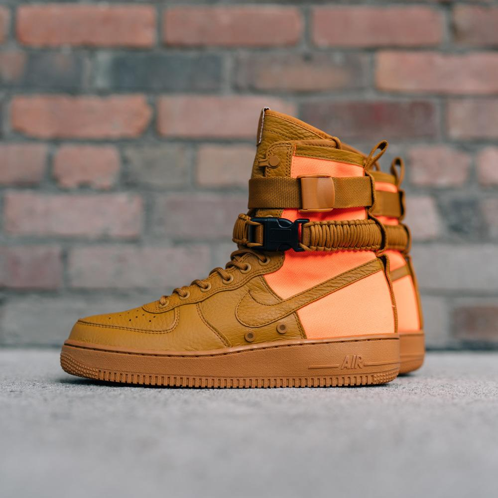 NIKE SF AIR FORCE 1 QS / DESERT OCHRE