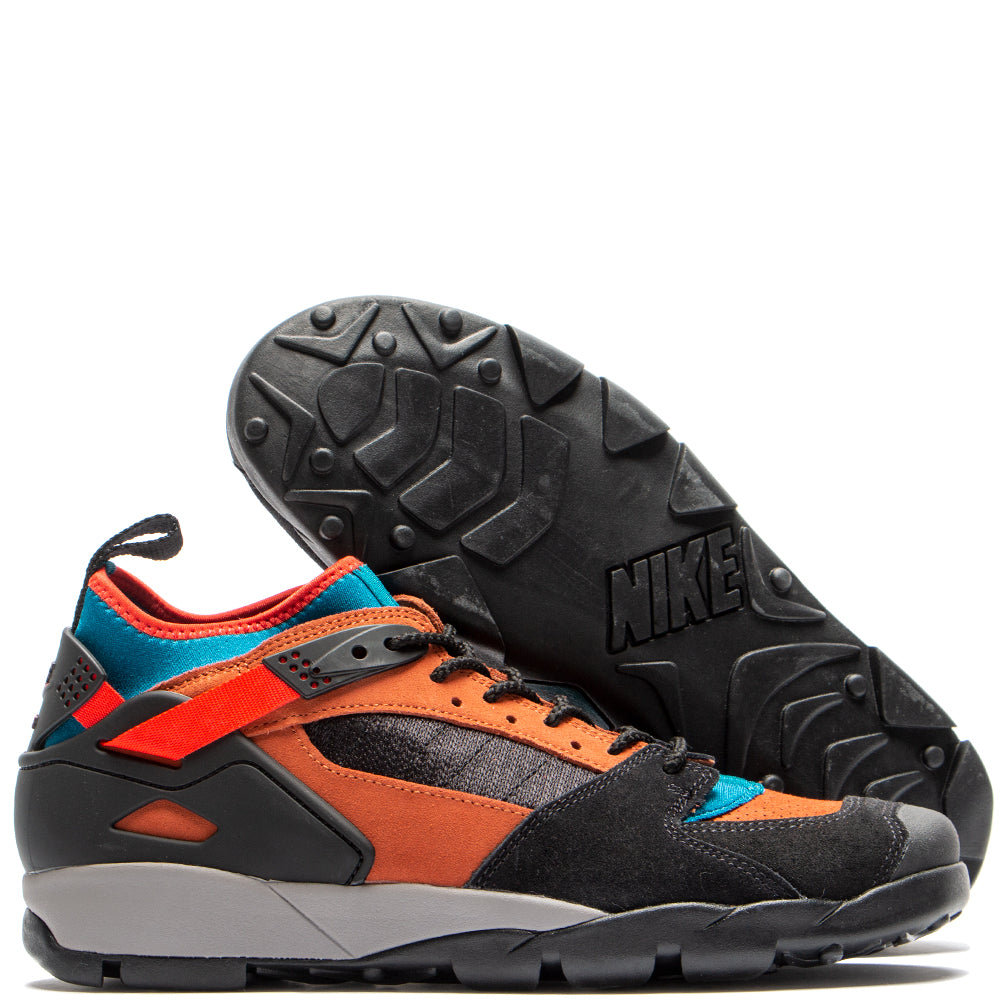 Style code AR0479-005. Nike ACG Air Revaderchi Black / Habanero Red