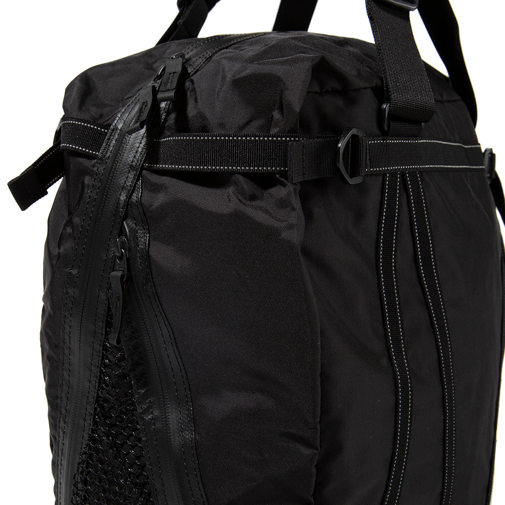 and wander 25L Tote Bag / Black