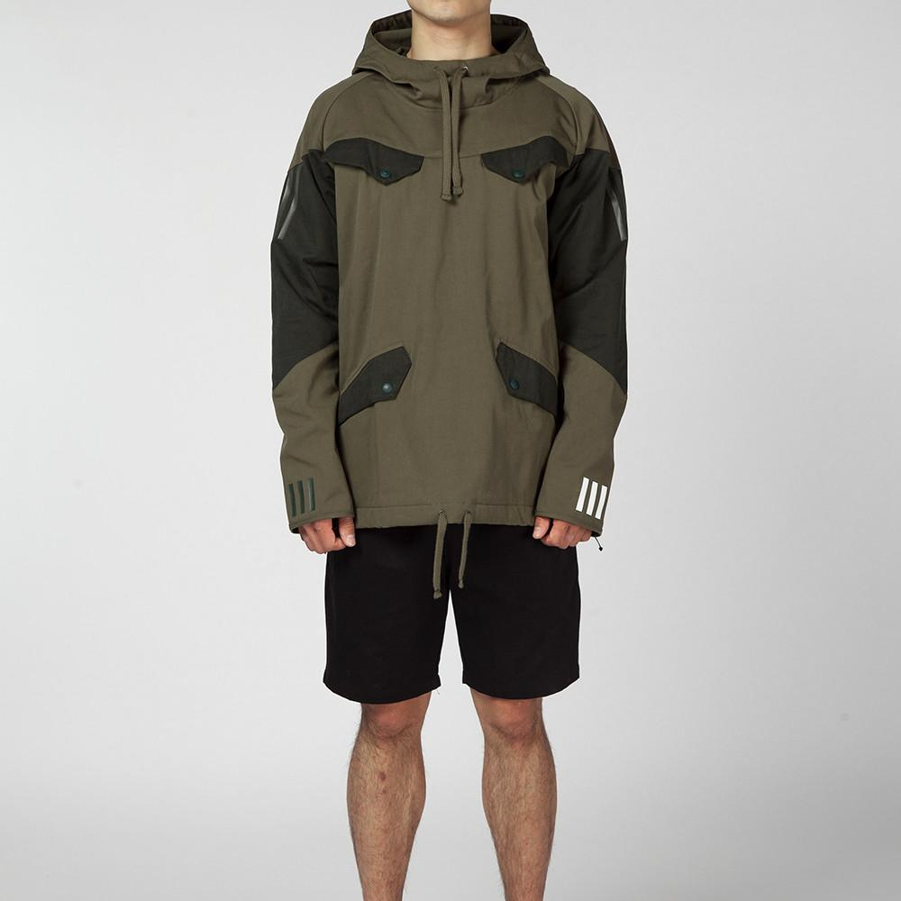 ADIDAS ORIGINALS BY WHITE MOUNTAINEERING PULLOVER JACKET / TRACE OLIVE