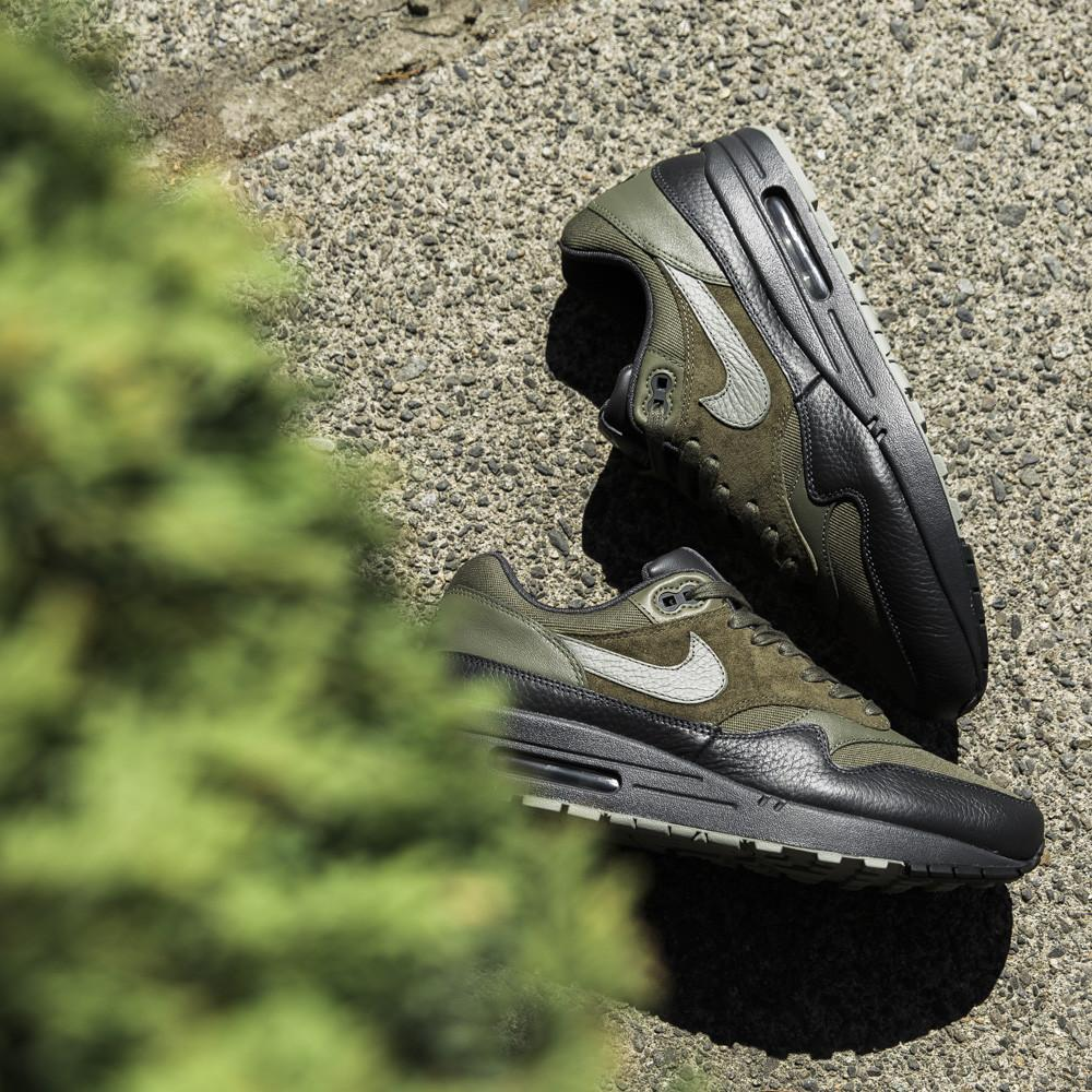 style code  875844-201. NIKE AIR MAX 1 PREMIUM / MEDIUM OLIVE