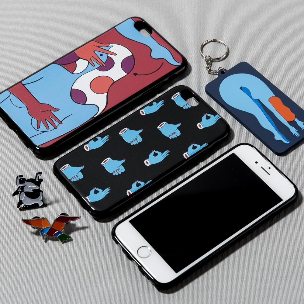style code 40280FW17. BY PARRA HAND SIGNS IPHONE CASE / BLACK