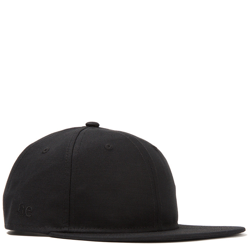 FLAT BRIM 9TWENTY STRAP BACK / BLACK SATIN WEAVE