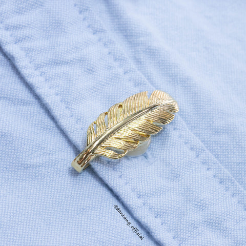 Tangent Feather Shirt Clip Gold