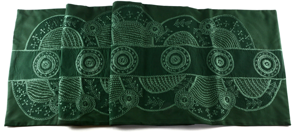 El doce Design Embroidered Table Runner on Green