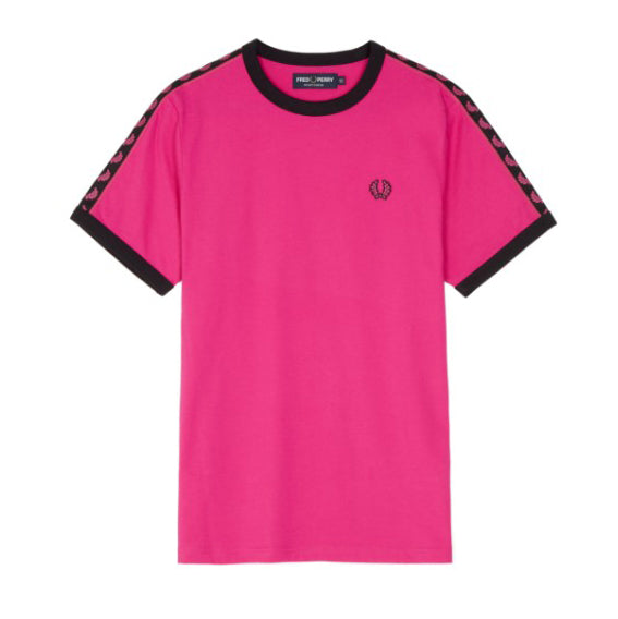 Fred Perry Sports Authentic Taped Ringer T-Shirt <p>Bubblegum