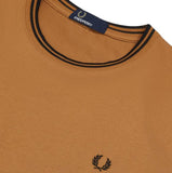 Fred Perry Twin Tiped T-Shirt<p>Caramel
