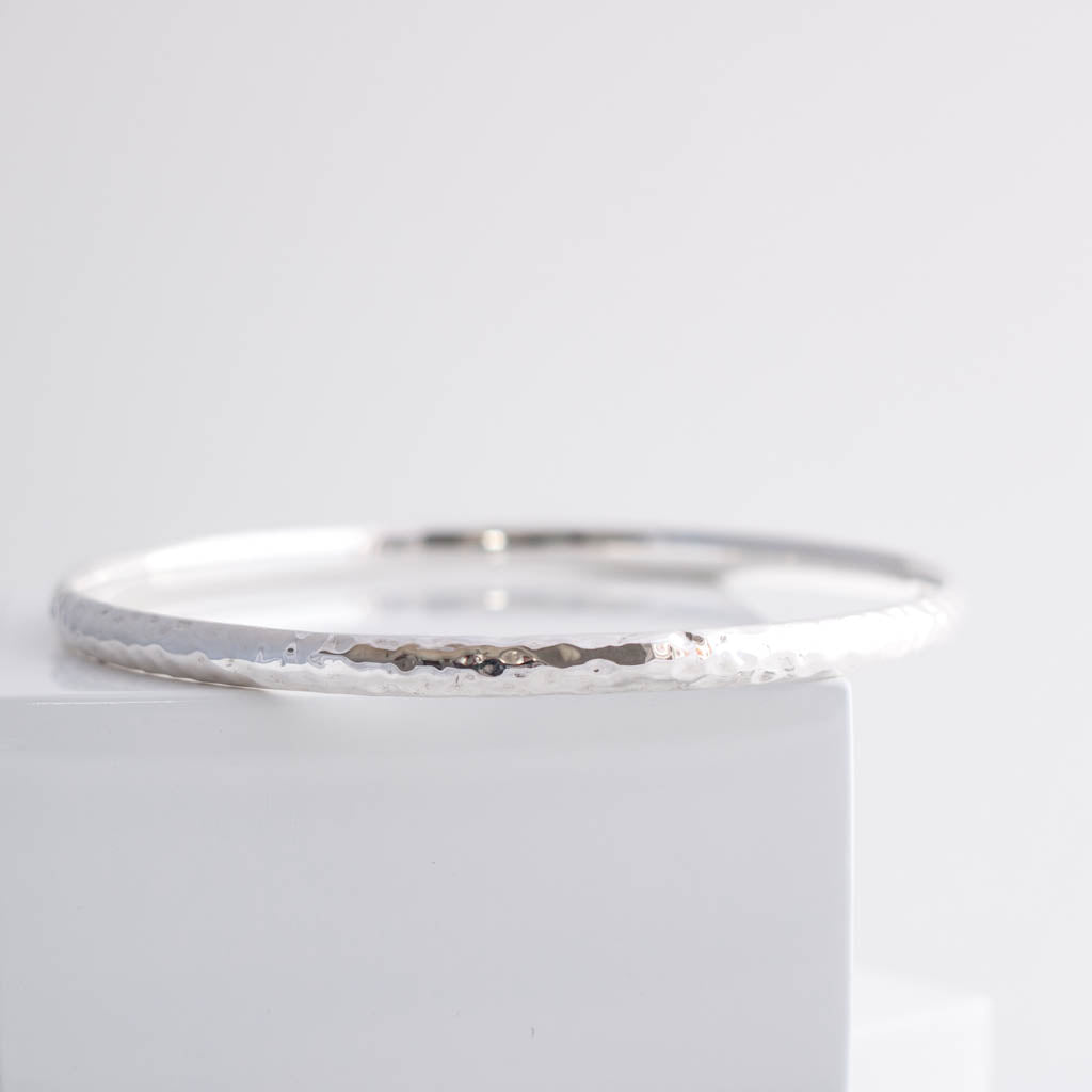Erin Sterling Silver Classic 4mm Hammered Court Bangle