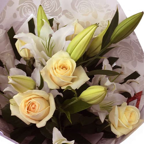 White or Cream Roses and Oriental Lily Scent flowers Bouquet - Send Flowers - Florist Wellington Delivery NZ