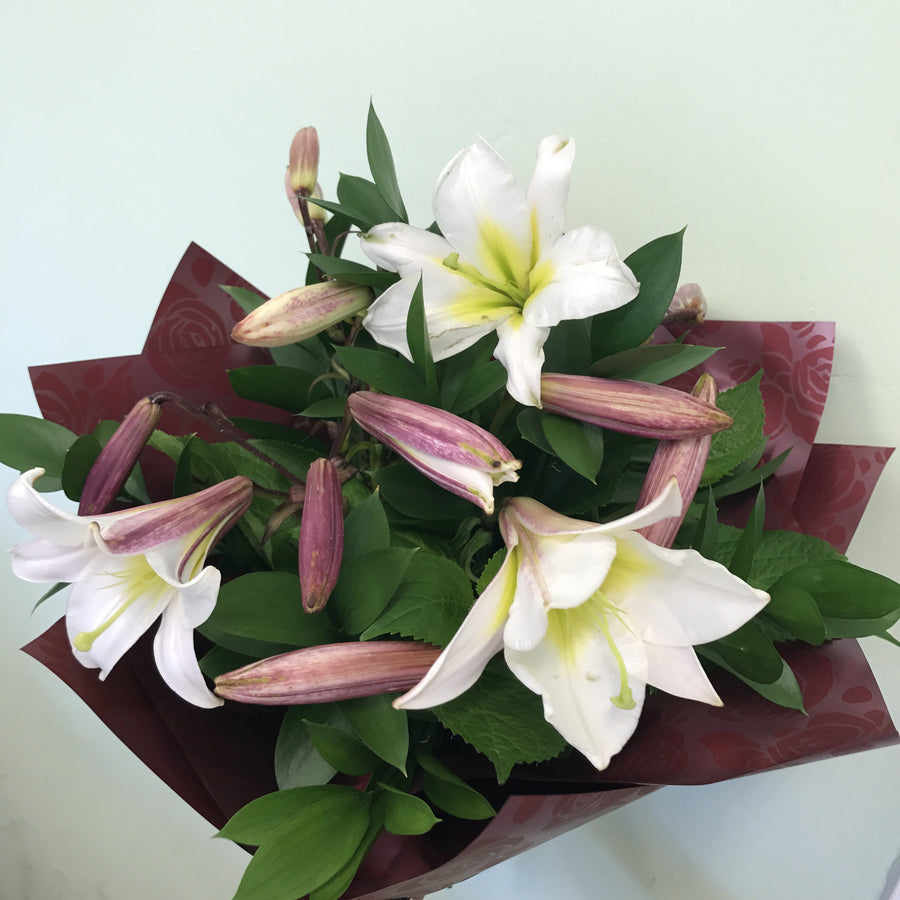 Christmas lily flowers delivery bouquet in Wellington New Zealand www.flowershopflorist.nz