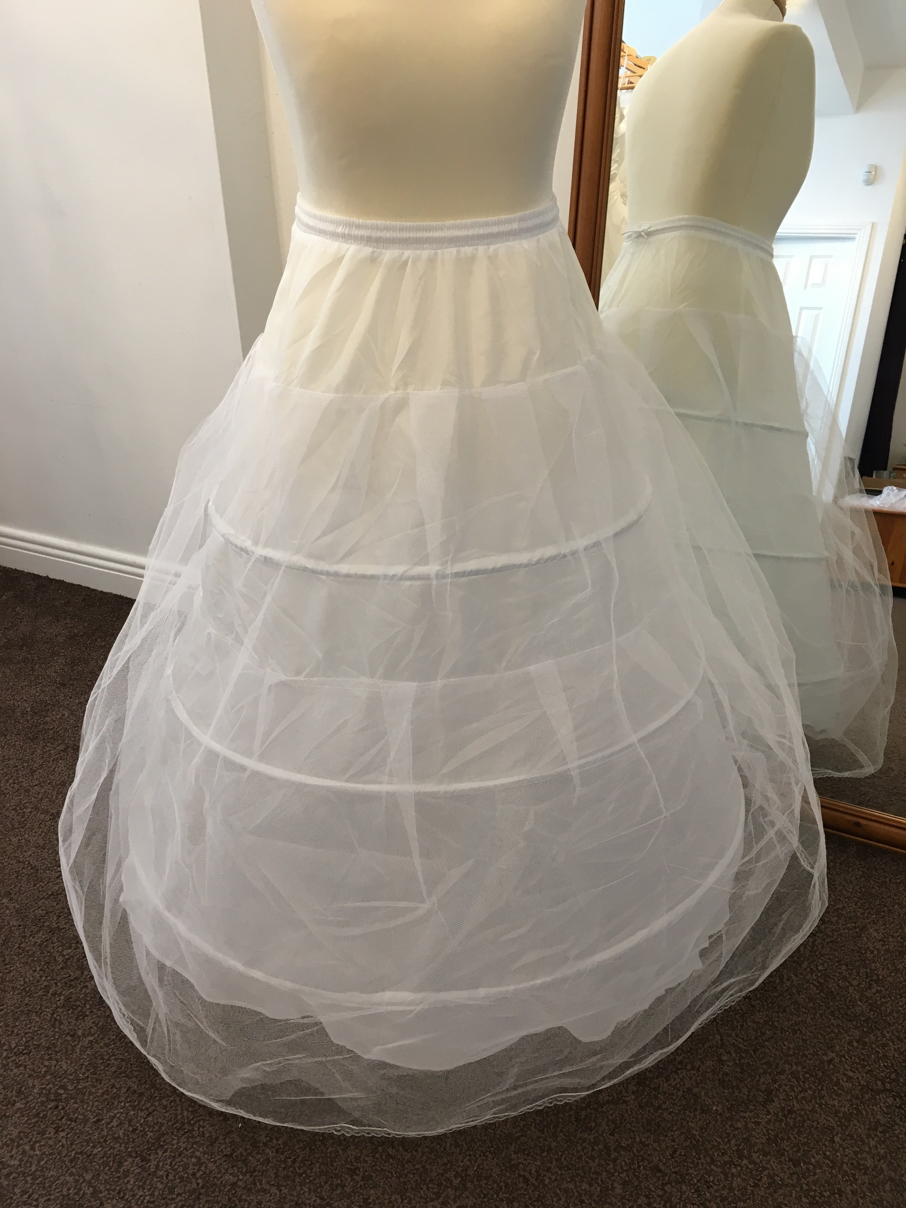White underskirt with metal hoops – Afford Your Wedding