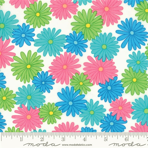 Moda Fiddle Dee Dee 22380 18 White Multi Bursting Out By The Yard