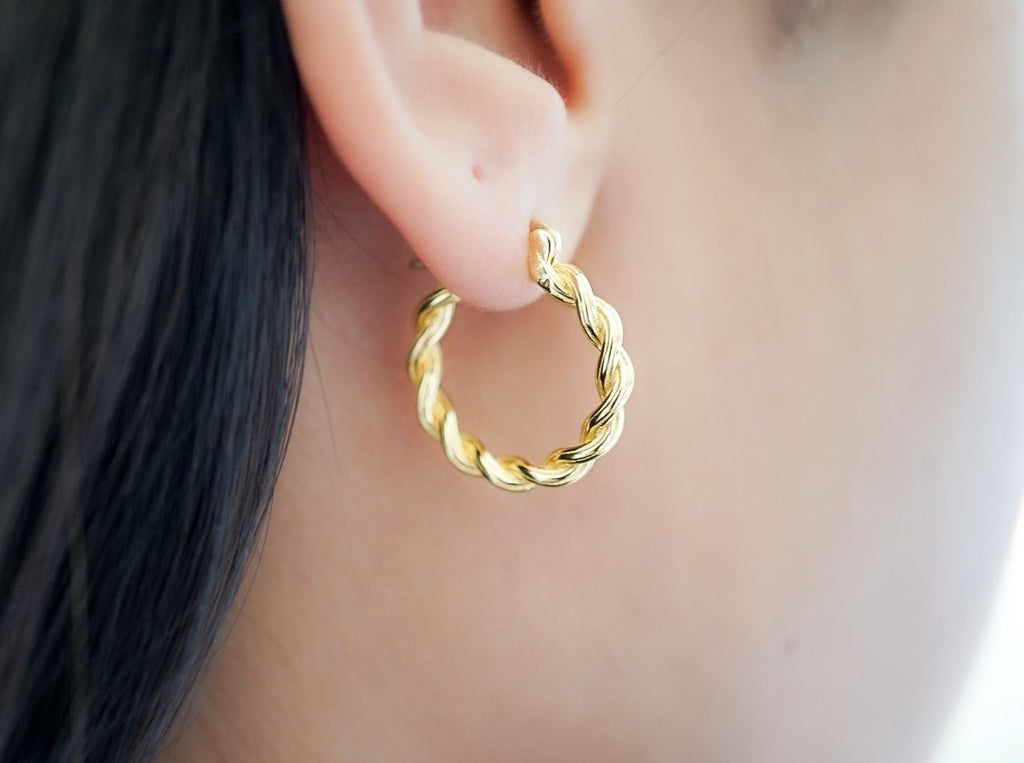 Medium Twisted Semi-Thick Hoops