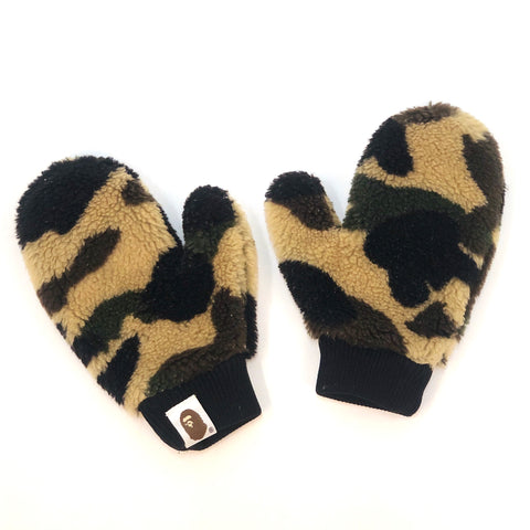 A Bathing Ape Kids 1st Camo BOA Mittens Yellow