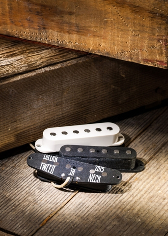 LOLLAR S-STYLE 10-204-111-PARCHMENT STRAT TWEED NECK PICKUP/FLAT/PARCHMENT COVER ($95 USD)