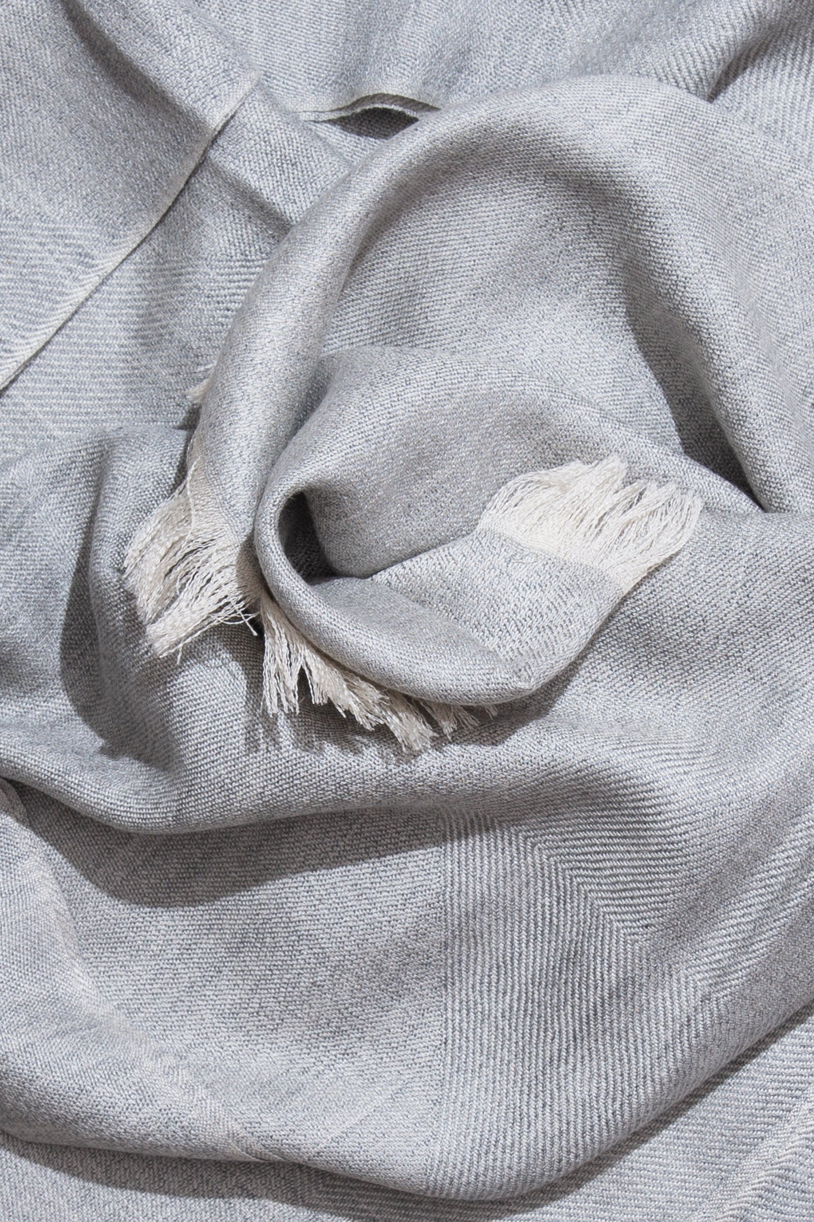 woven large scarf - fading chevrons (pearl)