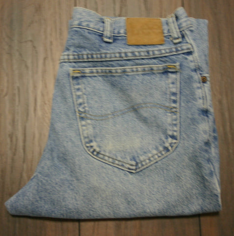 Lee Brand Jeans Great Acid Wash Denim Size 36/30 Minor Wear Very Faint Spot On One Leg, Does Not Show On Camera.