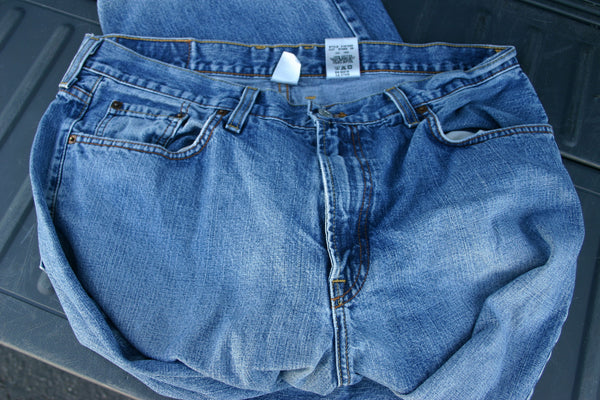 Size 36 Bootleg Fit Lucky Brand Dungarees Great Condition Made In USA Great Premium Jeans Very Minor Wear To Pant Cuffs.