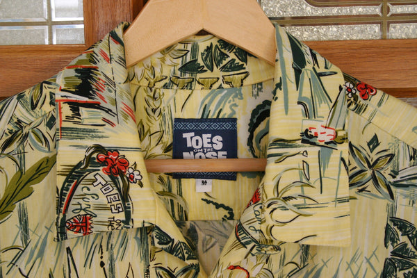 Great Made In USA Toes On The Nose Brand Aloha Hawaiian Surfer Shirt Size Medium Oversized Cotton Rayon Blend.