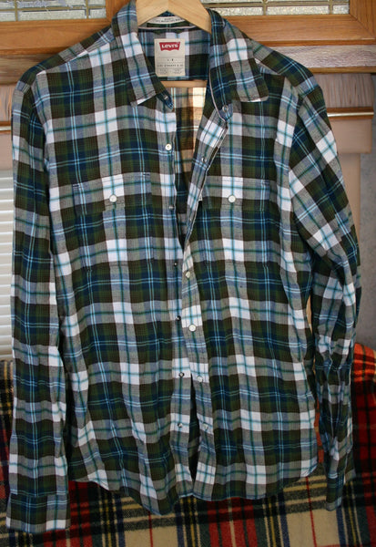 Nice & Soft Size Large Long Sleeve Levis Pearl Snap Flannel Boy Friend Shirt Comfy Cool Hipster Lumberjack Wear, Great Condition.