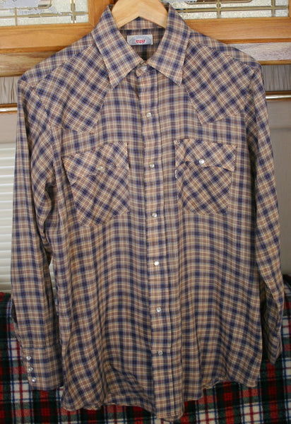 Vintage 1970's Big E Levis Size Medium 22 Inches Pit to Pit, Soft Western Pearl Snap Long Sleeve Men's Shirt. Perfect Condition.