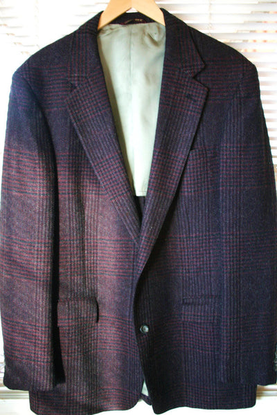 Vintage Cricketeer 100% Wool Sports Coat, Two Button Single Vent Fantastic Pattern and in Great Condition!!