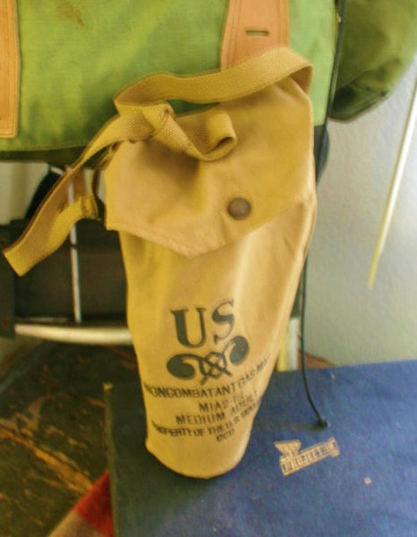 WWII Protective Mask Gas Mask Noncombatant Issue M1A2-1-1 Medium Adt. Very Cool Old Military Gear With Bag Great Condition!!