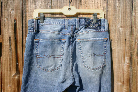 Size 30 Lucky Brand Dungarees Distressed Oil Stains On One Leg Frayed Around The Edges A Great Look In A Nice Pair Of Premium Denim Jeans!!