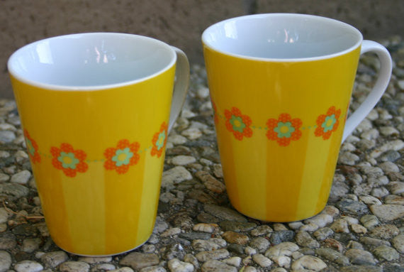 2-1970's Retro Coffee Tea Cups Oh So Brady Bunch Kitchen, Hipster Coffee House Cool, Bright Colors Perfect Condition!