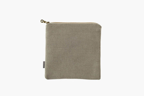 Thea, Pouch