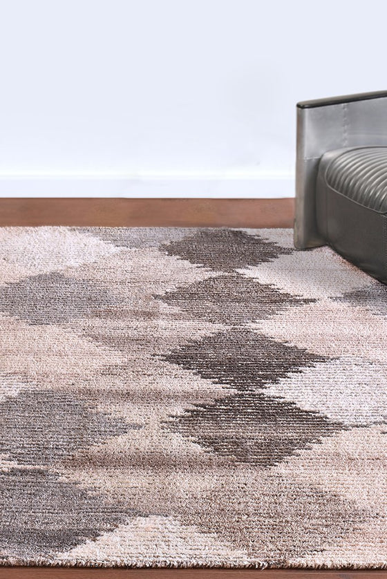 spinzo wool rug in natural color