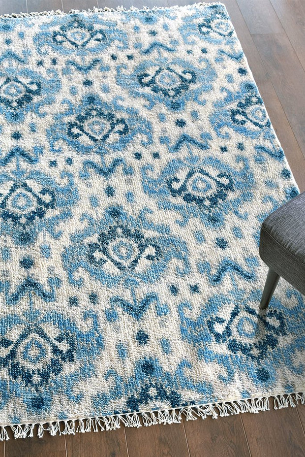 abava wool rug in blue color