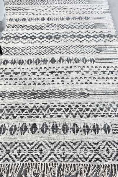 baden cotton rug in charcoal and ivory color