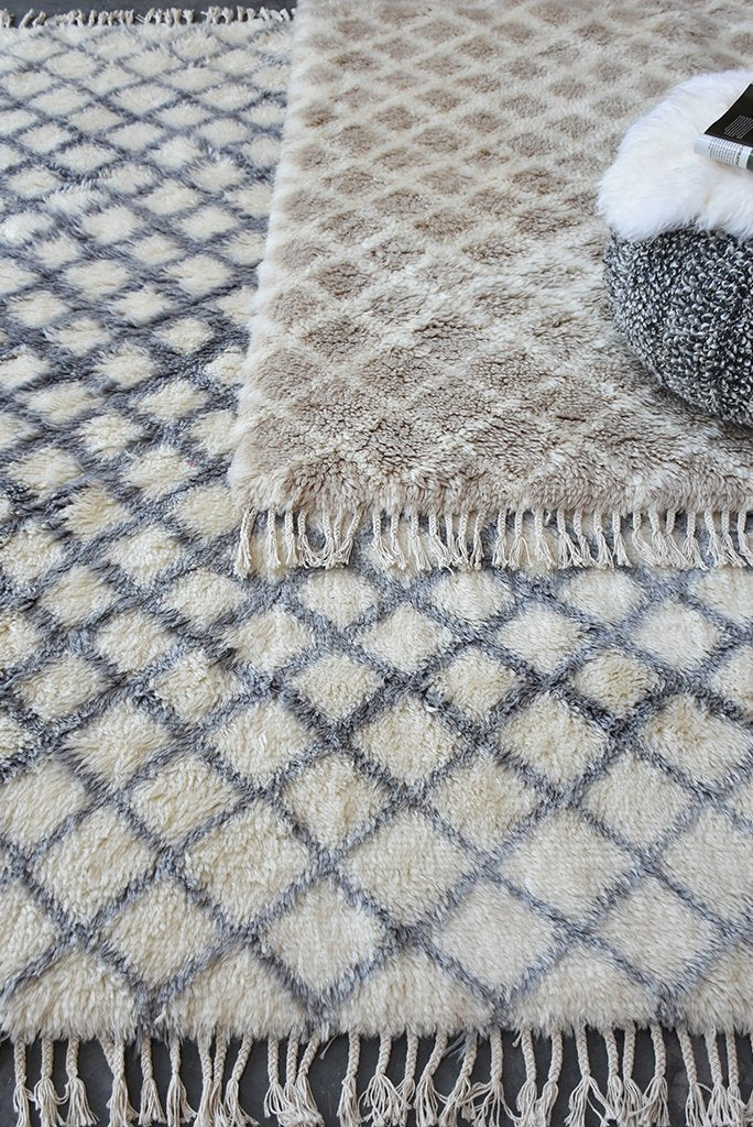 citara wool rug in beige and ivory color